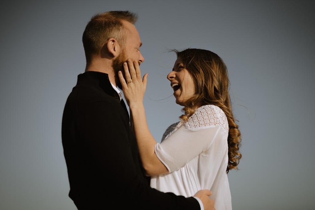 rire couple paracou soleil vendee main