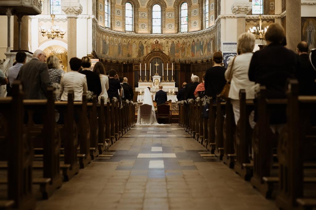 eglise mariage allée mariés cérémonie