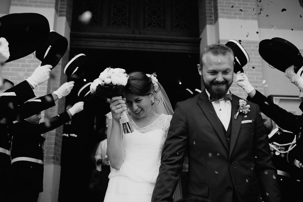 sortie église cotillons mariée