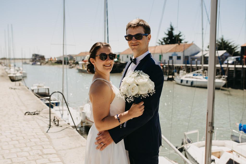 séance couple lunettes soleil bouquet port bateaux