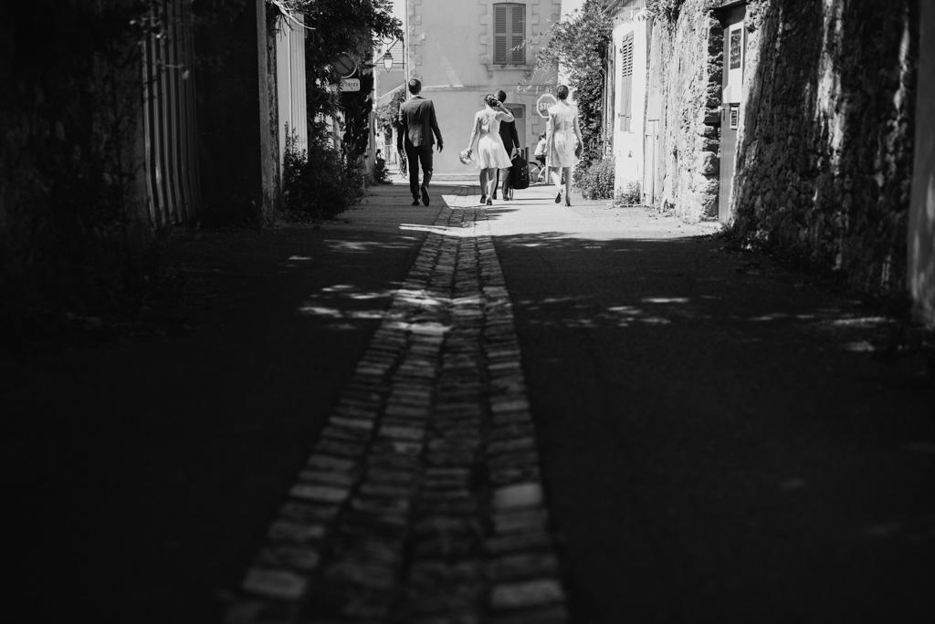 noir et blanc ruelle Noirmoutier lumière ombres