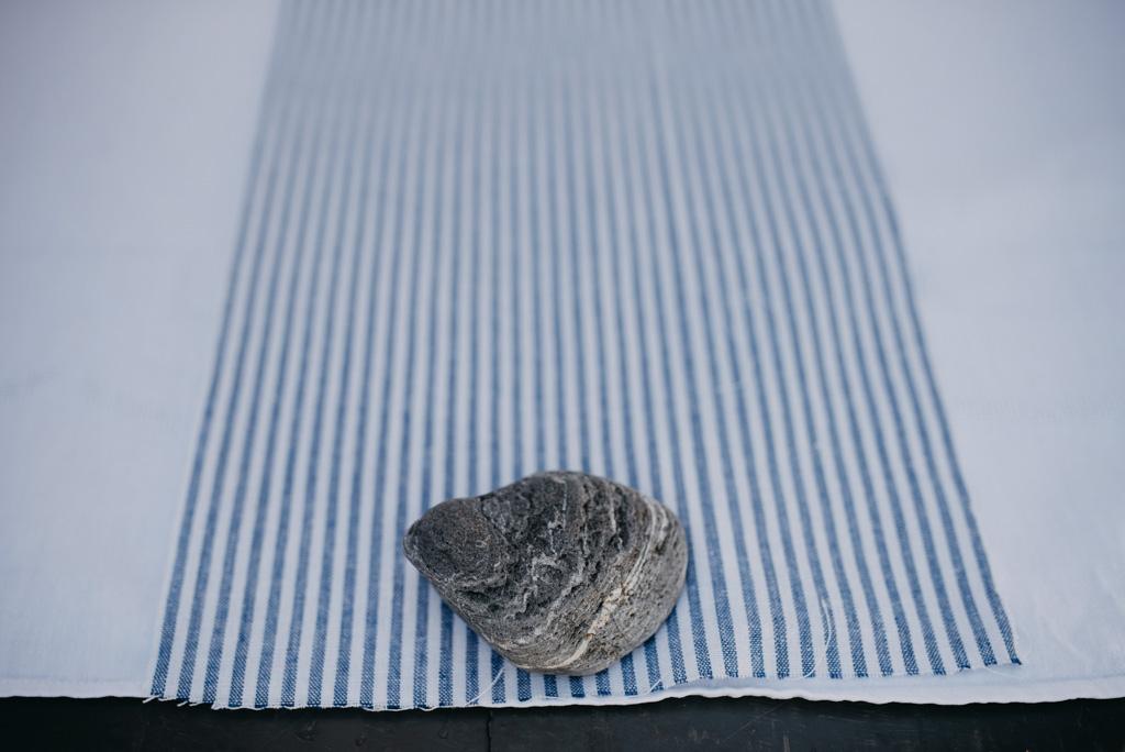 déco mariage pierre nappe bleue