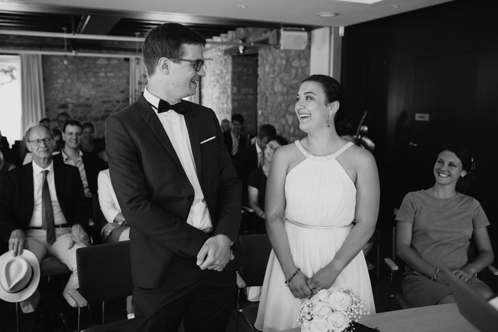 mariage couple mariés rires