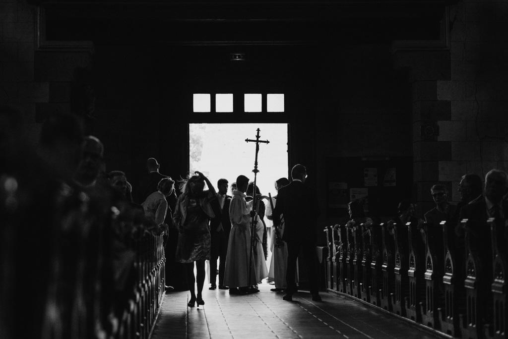 entrée église mariage croix cérémonie
