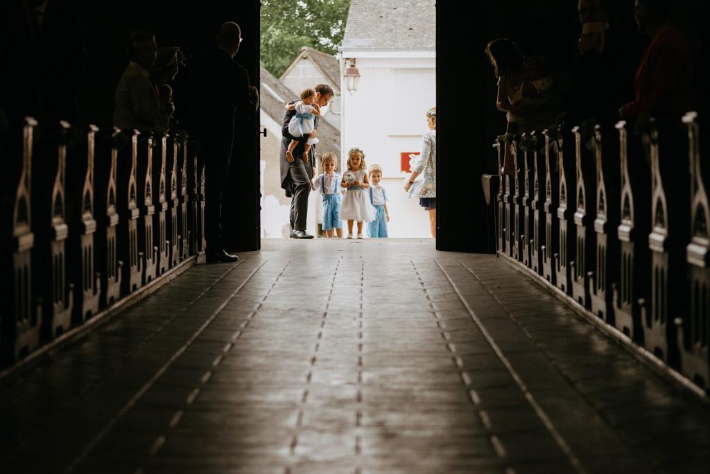 enfants honneur entrée église