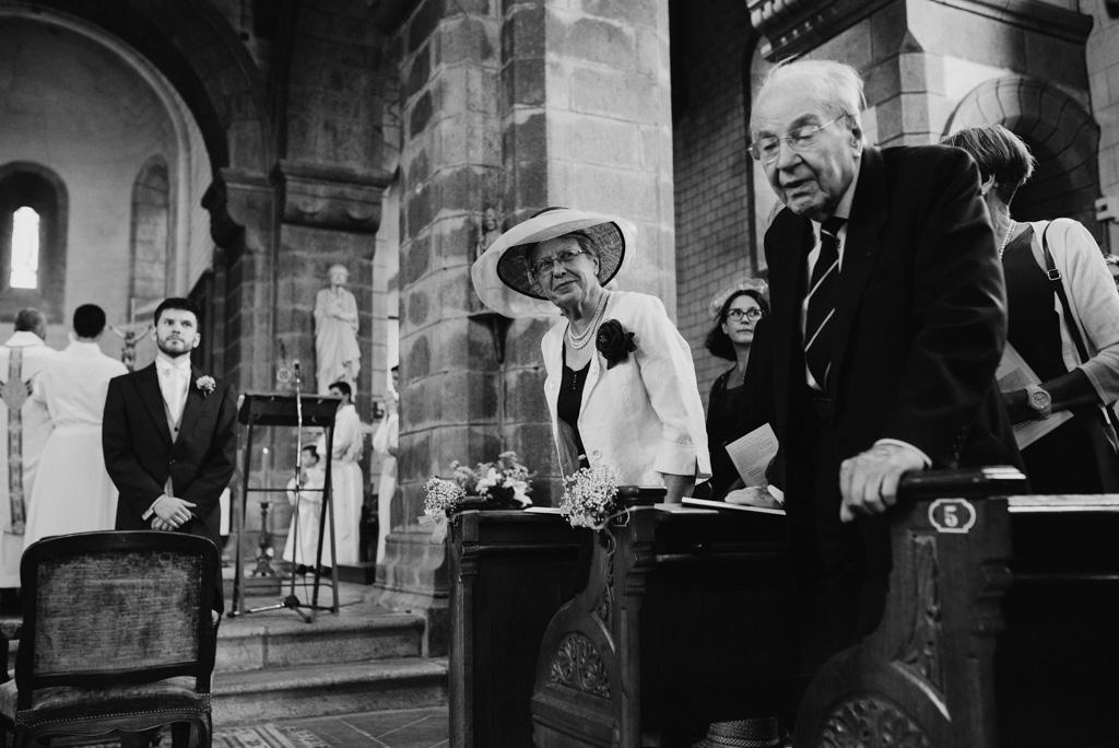 invités allée église mariage Mayenne