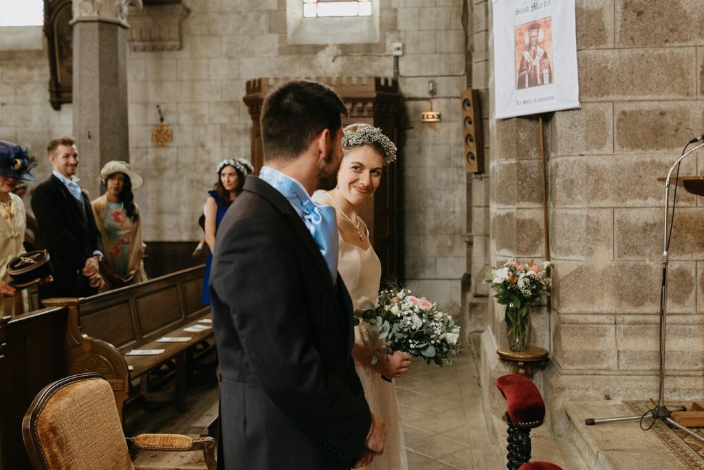 futurs mariés cérémonie religieuse regard