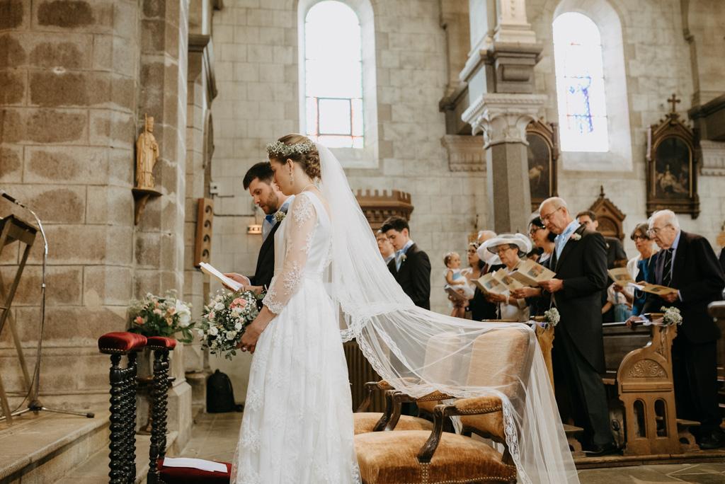 voile mariée église fauteuil