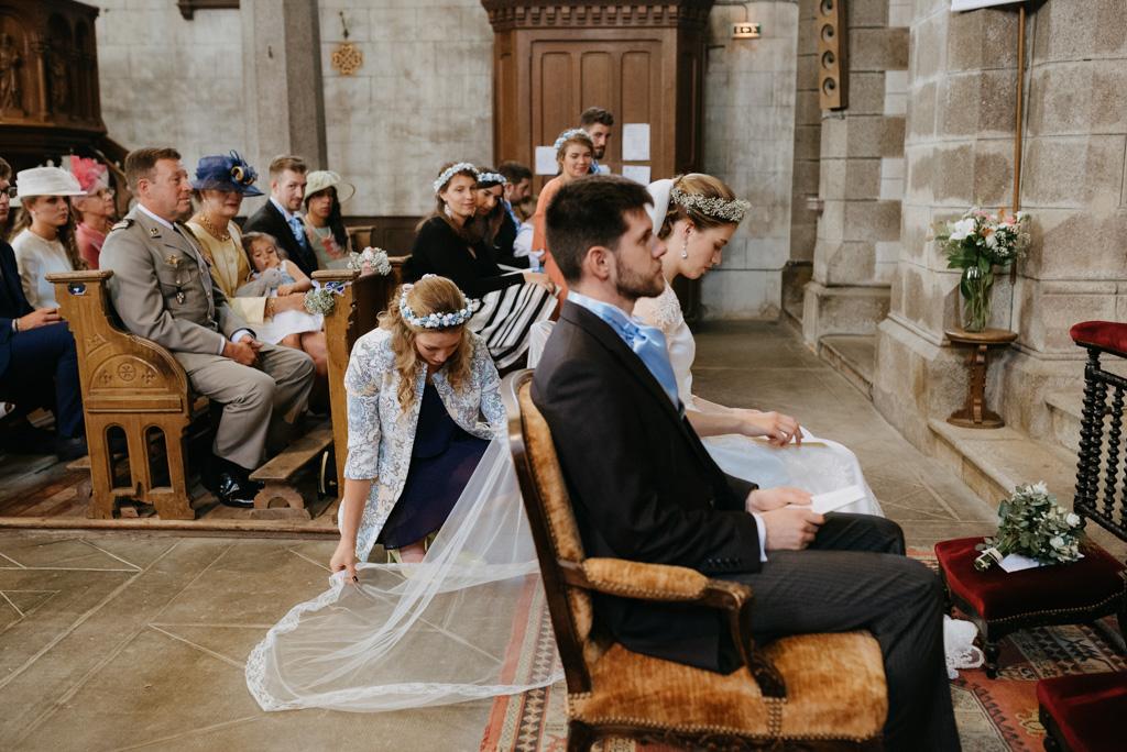 témoin remet voile mariée