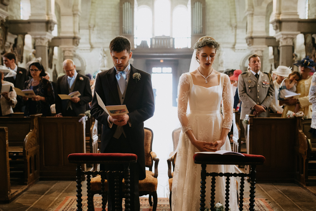 mariés chantent mariage église