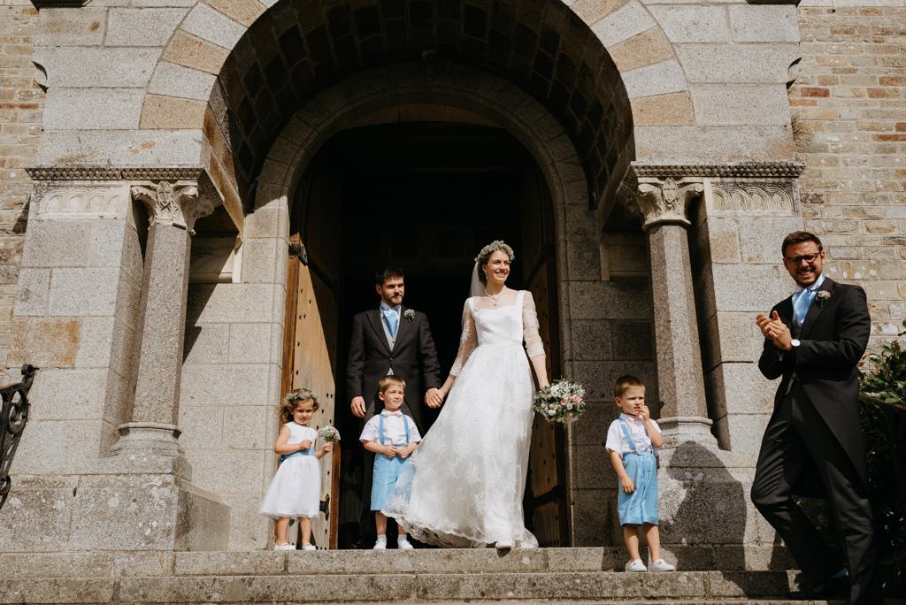 sortie église La Selle craonnaise mariage Mayenne