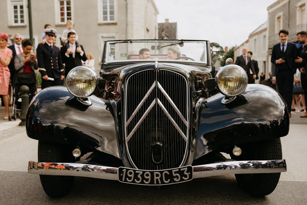 voiture mariage traction citroën mariés