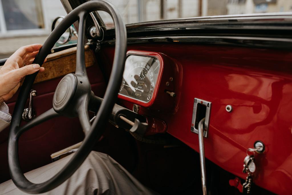 traction citroën tableau bord rouge volant