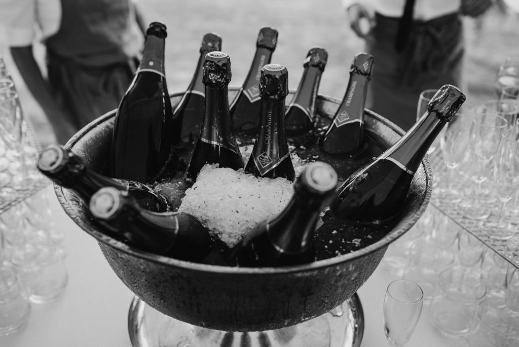 champagne cocktail mariage bouteilles noir et blanc