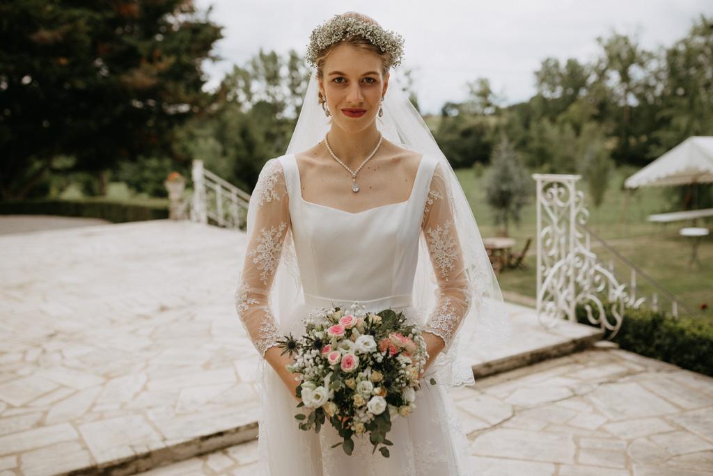 mariée robe bouquet perron château