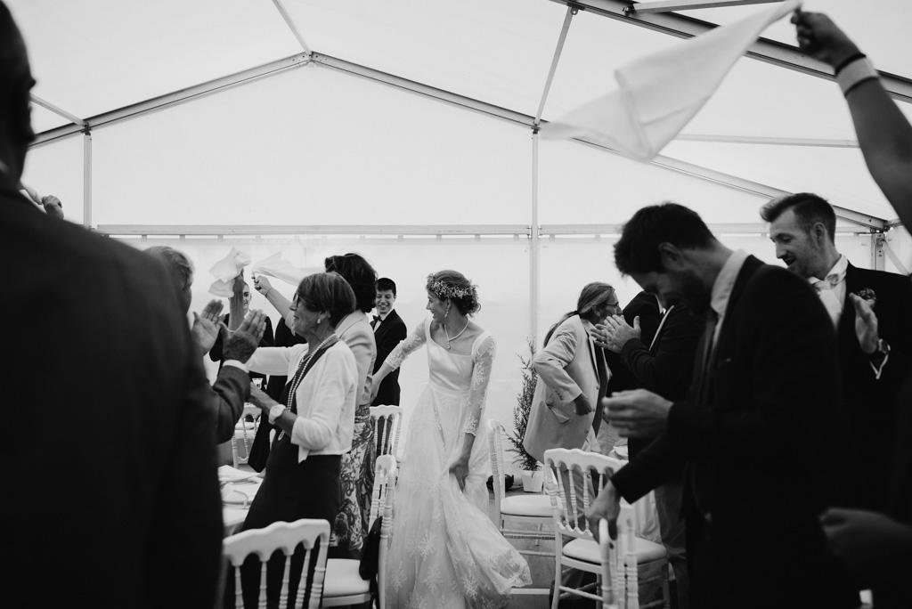 entrée mariés salle repas réception