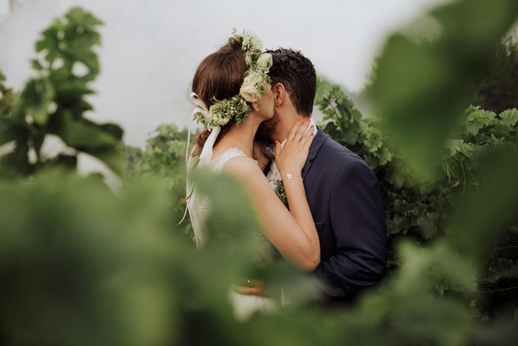 baiser mariée vignes château fumigène mariage