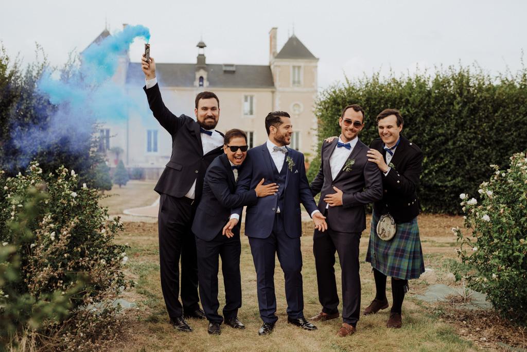 photo groupe témoins marié fumigène