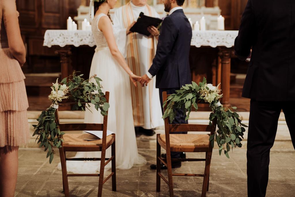 chaises mariage église velluire