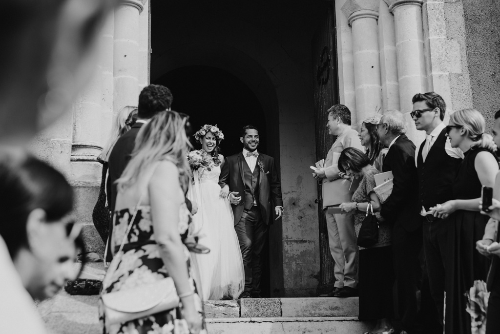 sortie église mariés invités mariage Vendée