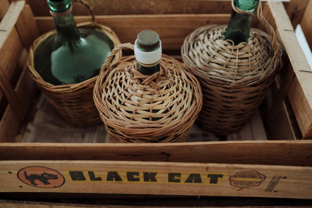 bouteilles cageots décoration mariage