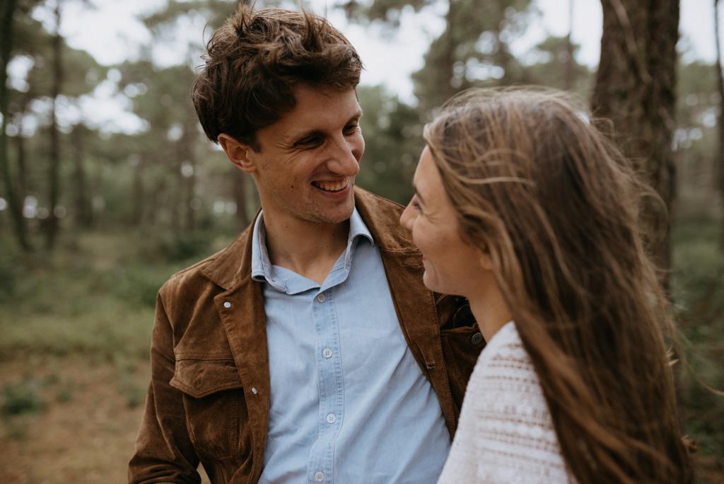 couple rit rire arbres Pont-Mahé