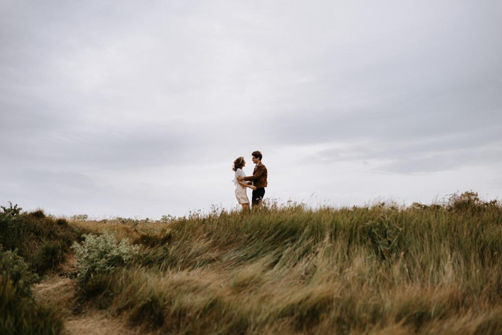 vent cheveux couple séance engagement Morbihan mariage