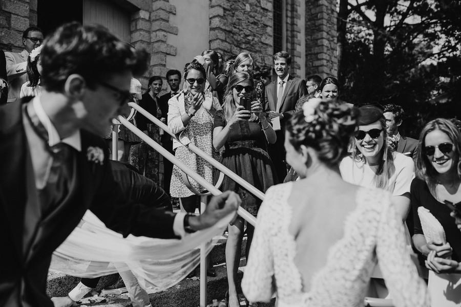 voile mariée sortie église invités