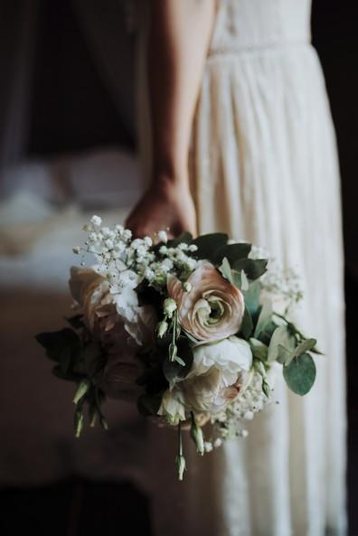 robe mariée bouqte clair-obscur lumière douce