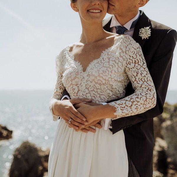 photos de couple mains mariés mer soleil