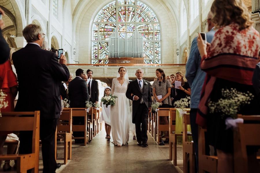 entrée mariée église papa père allée