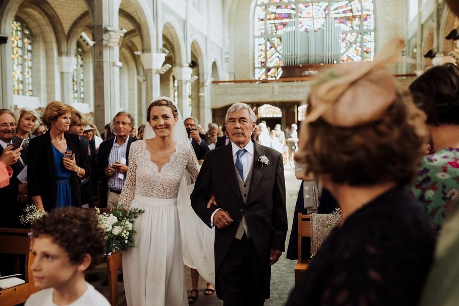 mariée papa pleurs entrée église