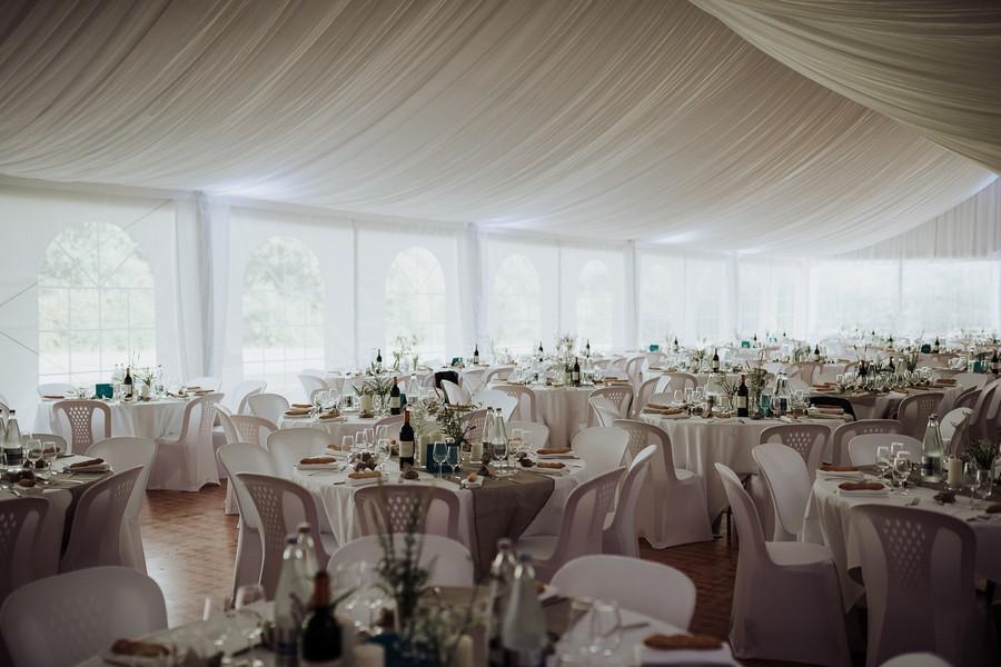 salle dîner Kerougas mariage tables