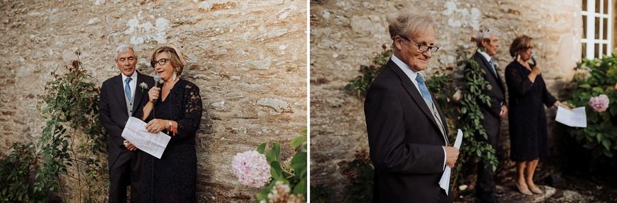 discours parents mariage fleurs mur pierre