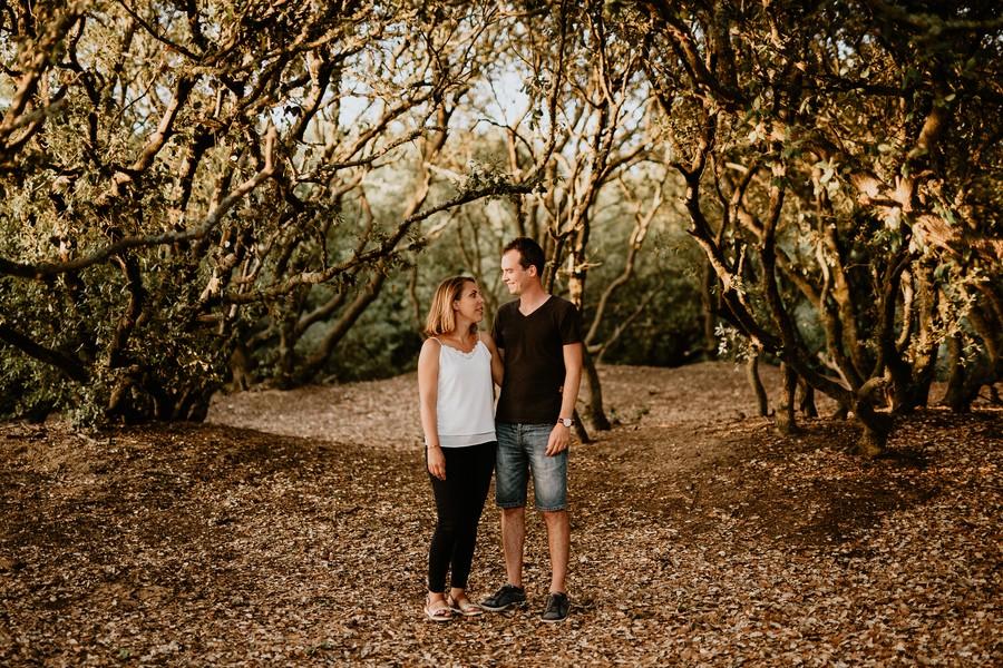 forêt chênes sourire regard couple engagement Veillon