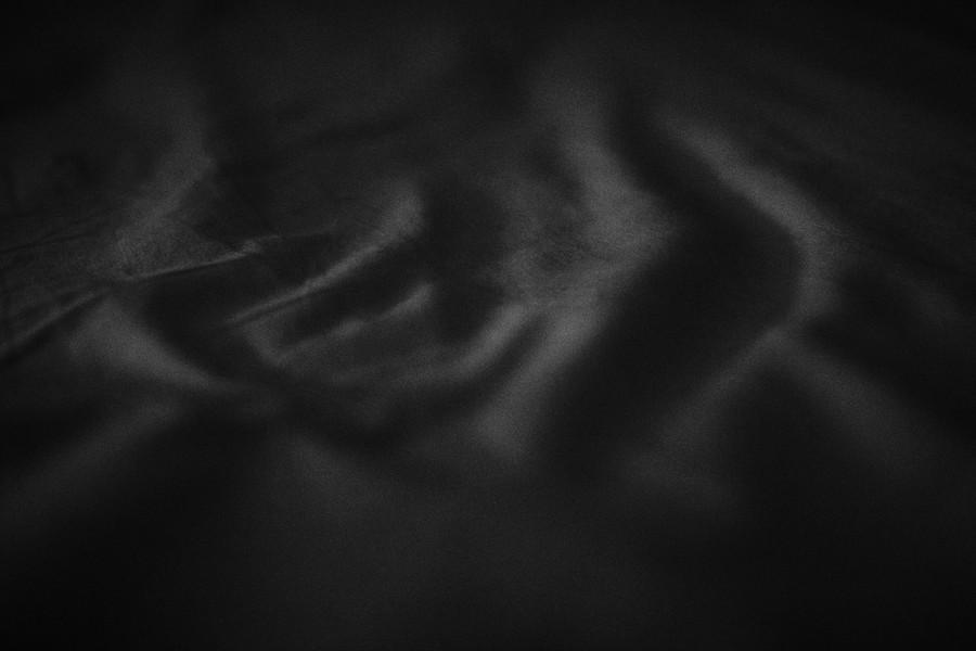 drap froissé drapé noir blanc défi coronavirus confinement covid-19