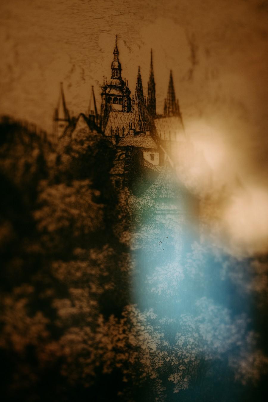 château Prague gravures reflets lumière bleu défi coronavirus confinement covid-19