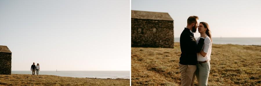 plage dune couple marche soleil ciel bleu