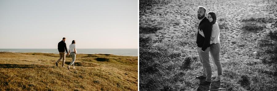 couple marche vers plage sable noir blanc