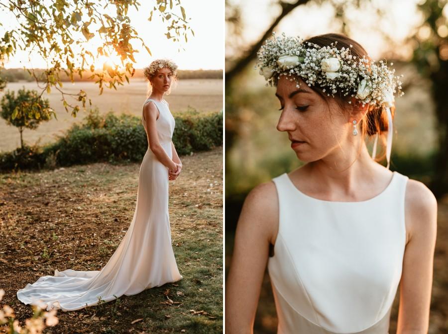 mariée robe couronne de fleurs contre-jour arbres