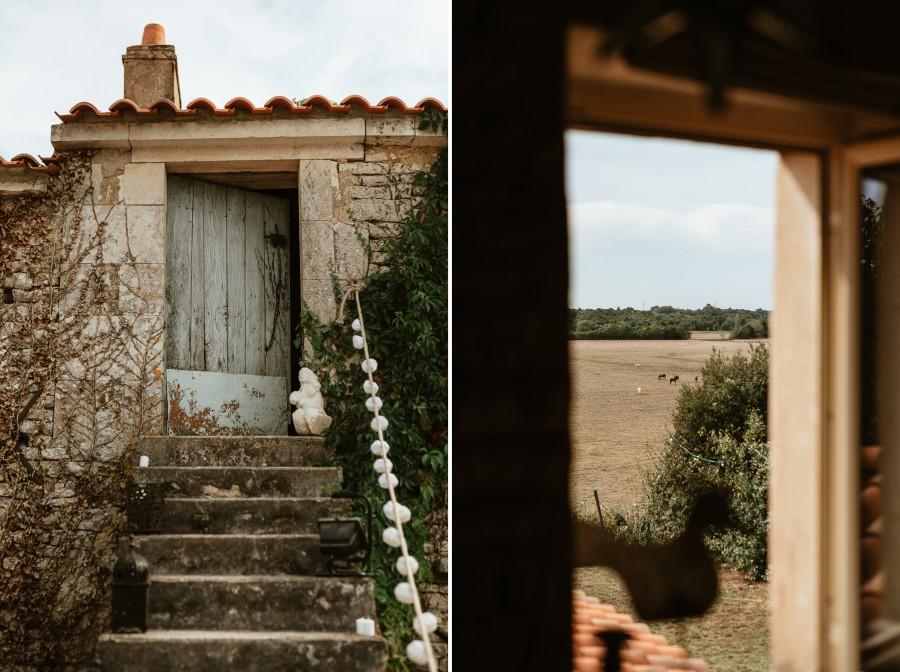 maison escalier pierre porte bleue paysage marais fenêtre