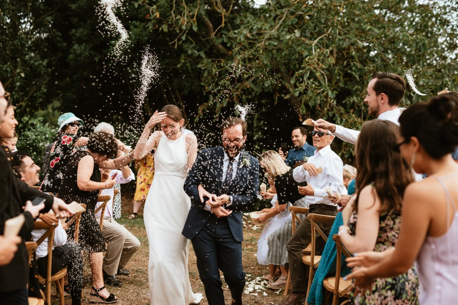 remontée allée jeter riz sur mariés