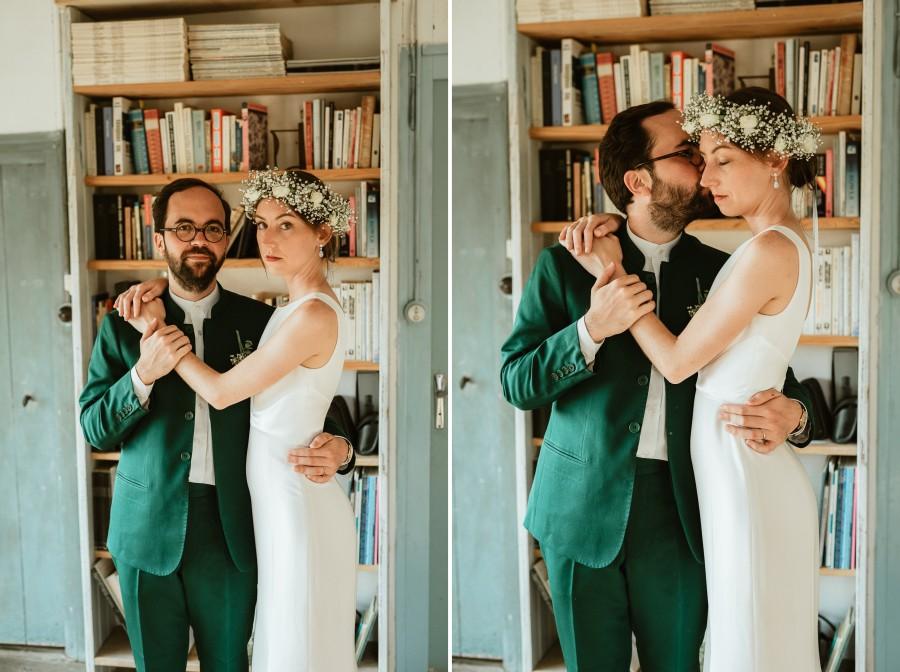 séance couple bibliothèque couronne fleurs robe mariée costume