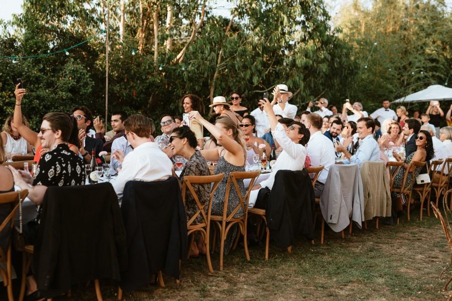 arrivée mariés dîner mariage invités saluent